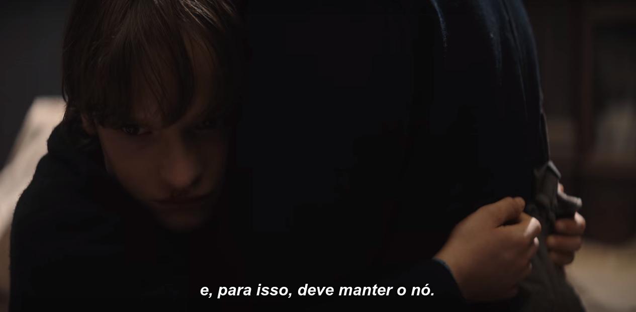 Captura de tela de T03E08, em que Claudia diz que Eva, para proteger o filho, 'deve manter o nó'.