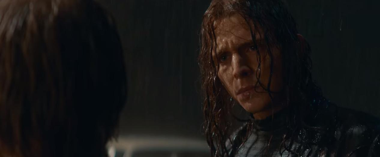 Cena do episódio T03E08 em que Marek olha para Jonas na chuva.