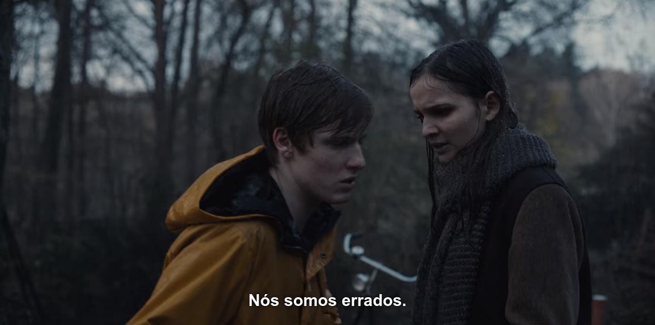 Cena de T01E09, em que Jonas e Martha conversam na chuva; Jonas diz a Martha: 'Nós somos errados'.